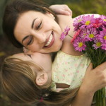 Дочка поздравляет маму