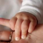 Детская рука на ладони